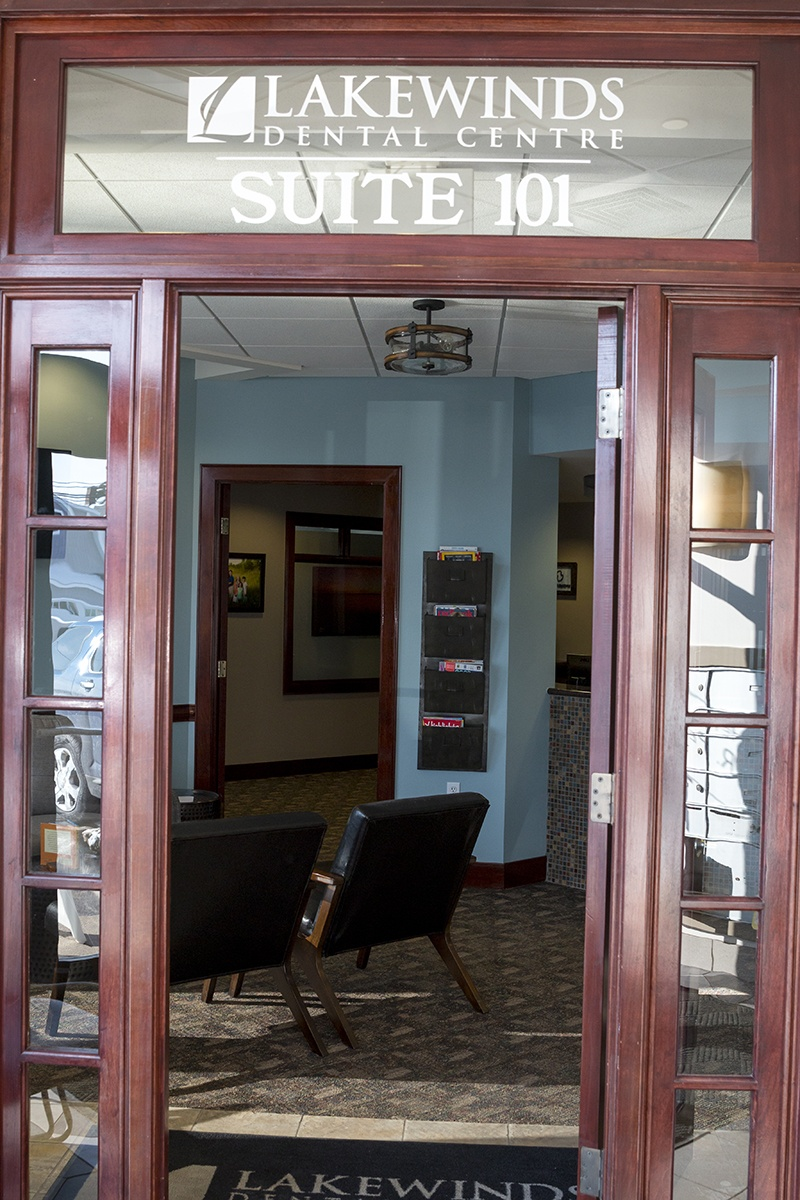 Lakewinds Dental Centre front entrance with the logo and the suite number, Suite 101