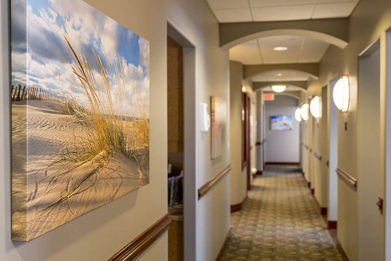Lakewinds Dental Centre hallway with a hung photo of a beach